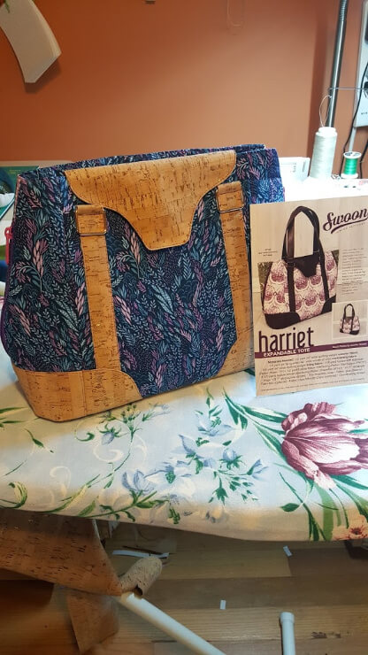 What's Under Your Needle? The Harriet Expandable Tote